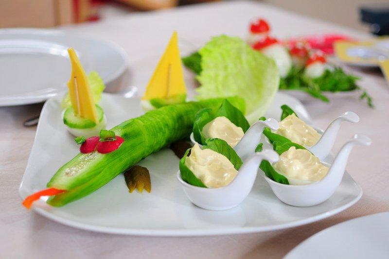 Gurke als Krokodil für einfache, gesunde Ernährung von Kindern (c) CCO Lizenz, Pixabay, BubbleJuice