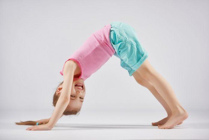 Yoga für Kinder hat viele positive Auswirkungen auf deren Entwicklung (c) Konstantin Yuganov - fotolia.com